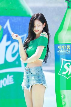 on Sprite's Water Bomb pictures of BLACKPINK Jennie's hot Abs you should not miss – SelebTag yourself im Namjoon, i barely ever get in the picture but when i am in the pic im Yoongi>>>>When I'm in a picture, I'm jungkook asking my self Blackpink Jennie, Kpop Girl Groups, Korean Girl Groups, Kpop Girls, Mode Kpop, Black Pink, Blackpink Photos, How To Pose, Blackpink Jisoo