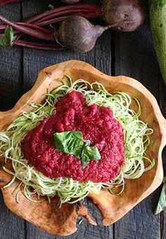 Vogue.come: Noodles de curgete com molho de beterraba