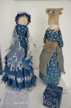Куклы мне очень понравились. Умели наши мастерицы из простого лоскутка сотворить чудо.                            Сколько эмоций на этих...