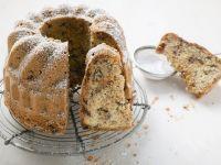 Rezept: Marzipan-Gugelhupf mit Haselnüssen und Schokolade