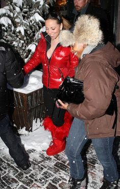 Mariah Carey Photos - Singer Mariah Carey rockin' her fuzzy red Dior boots while out Christmas shopping in Aspen. - Mariah Carey Out Shopping In Aspen