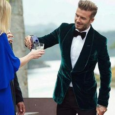 David Beckham stylish as ever in a green velvet tux jacket. A true British gent style inspiration Green Velvet Jacket, Velvet Dinner Jacket, Velvet Smoking Jacket, Green Blazer, Velvet Blazer Mens, Party Wear Blazers, Suit Fashion, Mens Fashion, David Beckham Style