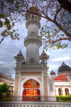 Kapitan Keling Mosque in Georgetown, Penang, Malaysia (by baldrick2dogs).    (Source: visitheworld)