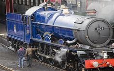 Image detail for -The King Edward II steam engine was first used by Great Western Railway in the pulling trains between London Paddington and the west of England. By Train, Train Car, Train Tracks, Train Rides, Locomotive Diesel, Steam Locomotive, Steam Trains Uk, Old Trains, Vintage Trains