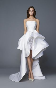 Modern Chic Short Wedding Dresses That Are Stealing The Show These one-of-a-kind short wedding dresses are stealing hearts one by one! Get inspired by the most modernly elegant short wedding dresses of the year. Wedding Dress Silk, Wedding Dress Tea Length, Designer Wedding Dresses, Wedding Gowns, Wedding Ceremony, Wedding Tips, Couture Dresses, Bridal Dresses, Fashion Dresses
