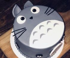 Totoro Geburtstagstorte: Essen Best Picture For birthday cake disney For Your Taste You are looking for something, and it is going to tell you exactly what you are looking for, and you didn't find tha Pretty Cakes, Cute Cakes, Beautiful Cakes, Amazing Cakes, Diy Birthday Cake, Birthday Cakes For Women, Homemade Birthday, Birthday Cake Design, 39th Birthday
