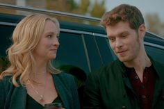 Caroline and Klaus from The Originals. 19 TV Couples That Broke Our Hearts When They Didn't Get Their Happy Ending Together Caroline Forbes, Klaus Und Caroline, Vampire Diaries Besetzung, Vampire Diaries Wallpaper, Vampire Diaries The Originals, Vampire Dairies, Dan Humphrey, Gilmore Girls, Klaus Mikaelson Gif