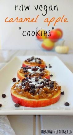 """Raw Vegan Caramel Apple Cookies made with """"date caramel"""" plus your favorite toppings. So easy and fun to make! These """"cookies"""" are a perfect low-fat healthy snack or even breakfast option! From The Glowing Fridge Low Carb Vegan Breakfast, Healthy Vegan Dessert, Raw Breakfast, Raw Vegan Desserts, Raw Vegan Recipes, Vegan Foods, Healthy Snacks, Vegan Raw, Breakfast Options"""