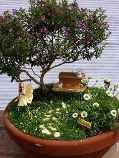 The variety of miniature plants in this miniature garden is really elaborate. An overgrown cemetery with wonderful bonsai trees. Beautiful miniature garden in a tree stump for a pod. A corner of the wild nature. Mini Fairy Garden, Fairy Garden Houses, Fairies Garden, Garden Trees, Balcony Garden, Plants For Fairy Garden, Garden Paths, Corner Garden, Garden Deco
