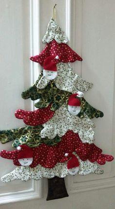 me ~ arbte. no faces Wall Christmas Tree, Fabric Christmas Trees, Quilted Christmas Ornaments, Fabric Ornaments, Christmas Sewing, Simple Christmas, Handmade Christmas, Christmas Wreaths, Christmas Decorations