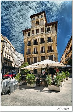 Possibly Segovia St in Madrid, Spain Most Beautiful Cities, Beautiful Places To Visit, Cool Places To Visit, The Places Youll Go, Places To Go, Places Around The World, Around The Worlds, Foto Madrid, Parasols