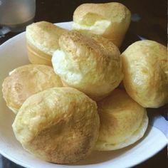 O Pão de Queijo de Liquidificador em 15 Minutos é um lanche muito rápido, prático e saboroso para toda a família. Confira a receita!