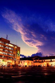 Solo hay que ver desde otra óptica lo mismo. Compartido en Facebook por Mi Linda Tunja... Clouds, Mansions, House Styles, Outdoor, Facebook, Home, Places To Visit, Countries, Colombia