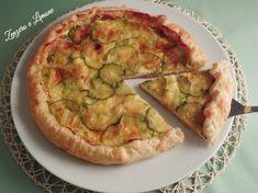 Questa torta salata prosciutto brie e zucchine è un goloso piatto unico. Si prepara velocemente ed è apprezzata da tutti.
