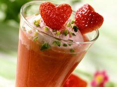 Erdbeer-Champagner-Parfait - smarter - Zeit: 20 Min. | eatsmarter.de