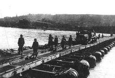 Patton's 150th Combat Engineers bridging across Rhine, 23 Mar 1945    |||  Engineer's response to Ludendorff Bridge Collapse.