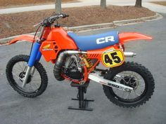 """Not so much a """"build"""", but more-so a bike I'd like to race in the Vintage class for Hare Scrambles. 1983 Honda all sweetness. Enduro Vintage, Vintage Motocross, Vintage Bikes, Vintage Motorcycles, Cool Dirt Bikes, Mx Bikes, Sport Bikes, Motocross Racing, Motocross Bikes"""