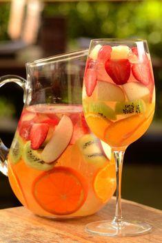 Bebida Clericot qual sua origem e como preparar - Dicas De Saude Diet Drinks, Bar Drinks, Cocktail Drinks, Cold Drinks, Alcoholic Drinks, Cocktails, Drinks Alcohol Recipes, Water Recipes, Malibu Drinks