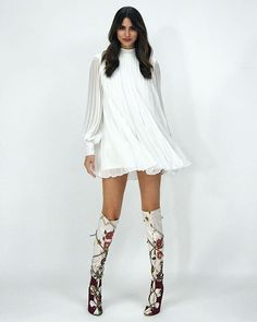 Fashion Outfits, Womens Fashion, Angels, Dresses With Sleeves, Lady, Long Sleeve, Skirts, Sweaters, Female Celebrities