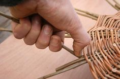 A step by step guide to weaving a traditional style Willow Wicker basket from start to finish. Paper Basket Weaving, Basket Weaving Patterns, Willow Weaving, Owl Fabric, Fabric Flowers, Upcycled Crafts, Handmade Crafts, Handmade Rugs, Recycled Magazines