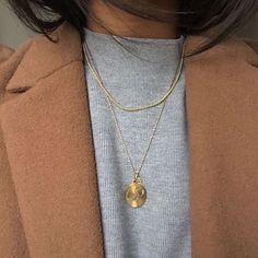 Jewelry OFF! 7 Profound Tricks: Jewelry Simple Link dainty jewelry for girlfriend.Jewelry Storage For Craft Shows leather jewelry laser cut. Foto Fashion, Estilo Fashion, Ideias Fashion, Simple Jewelry, Dainty Jewelry, Gold Jewelry, Leather Jewelry, Jewellery, Arrow Jewelry