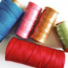 Nuevos #hilos #encerados de #guarnicionero  en varios colores para poder aguantar tanto color en mis #alpargatas !