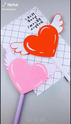 Corazón con alas mover Wrapping Paper Crafts, Cool Paper Crafts, Fun Crafts, Diy Crafts Hacks, Diy Crafts For Gifts, Creative Crafts, Instruções Origami, Art N Craft, Easy Origami Heart