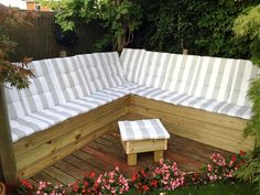 DIY Upcycled Pallet Sectional Sofa