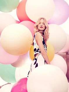 We love incorporating balloons to your engagement photo shoots to add pops of color. #engaement #photoshoots #brbridal