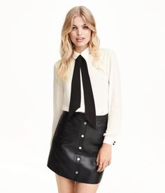 Wide-cut, long-sleeved chiffon blouse with a collar. Concealed buttons and decorative pin-tucks at front and detachable, contrasting tie at neck.