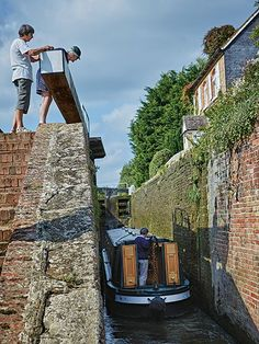 Picture of Somerton Lock 34 on the Oxford Canal Britain Uk, Great Britain, Canal Holidays, Oxford England, Canal Boat, Narrowboat, Laundry Hacks, Houseboats, National Geographic
