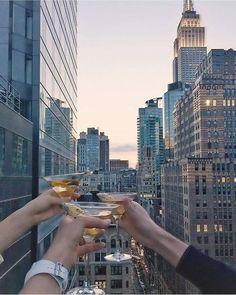 A view that turns a night with friends into so much more. The Marmara Park Avenue New York Life, Nyc Life, City Aesthetic, Travel Aesthetic, Foto Glamour, A New York Minute, City Vibe, Empire State Of Mind, Just Dream