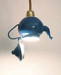 Lampenschirm au einer Retro-Teekanne