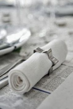 15 Easy and Pretty DIY Napkin Rings - DIY Candy - - Need some ideas for napkin rings for your next get together, but don't want to spend a ton of money? Here are 15 DIY napkin rings that won't break the bank. Winter Christmas, All Things Christmas, Christmas Holidays, Christmas Crafts, Christmas Decorations, Holiday Decorating, Christmas Napkins, Halloween Christmas, Napkin Rings Diy Christmas
