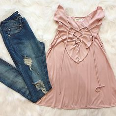 You can be cute AND comfy in this adorable lace up top! 🌸 we also have it in blue and green {perfect for st. patty's day ☘️😉}