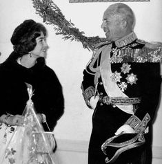 Greek Royal Family, Spanish Royal Family, Greek Royalty, Queen Sophia, Royal Photography, Royal House, Prince Philip, Fairy Tales, Photo And Video
