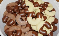 Pudinkové rohlíčky namáčené v čokoládě, které budete dělat pořád recept – snadnepecivo