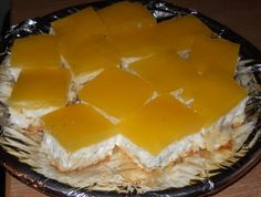 Prajitura dulce-acrisoara Arabic Food, Dairy, Pie, Cupcakes, Sweets, Cheese, Puddings, Delicious Desserts, Recipes