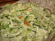 To smaczna i chrupiąca surówka z zielonych warzyw. Idealna do każdego drugiego dania, jak i do potraw z grilla. Smacznego :) Przepis na surówka na zielono z młodej kapustki.