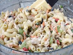 This Filipino Chicken Macaroni Salad recipe is a combination of chicken, pineapple, ham, macaroni, mayonnaise (not the sour variety) and condensed milk. Chicken Flavors, Chicken Salad Recipes, Chicken Pasta, Chicken Macaroni Salad Filipino, Macaroni Salads, Classic Macaroni Salad, Sauce Crémeuse, Smoked Chicken, Different Vegetables
