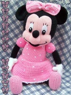 Minnie MouseOn this post you will find a free beautiful pattern of a crochet Minnie Mouse doll, it is perfect for a new born baby as a non harmful toy, or as a gift for sure. Minnie Mouse is one of kn