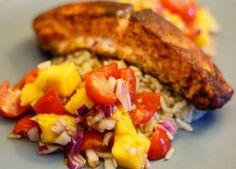 Le saumon trop bon (même si c'est du poisson) et sa salsa de mangue Salsa, Meat, Baking, Eyes, Food, Mango, Salmon, Fish, Salsa Music