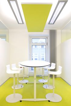 Büroplanung Office Design Innenarchitektur Studio Thoernblom | Kuratorium für Verkehrssicherheit – KFV Office, Studio, Dining Table, Interior Design, Furniture, Home Decor, Interior Architecture, Design Interiors, Homemade Home Decor
