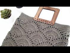 Midye çanta yapılışı /saco de mexilhão/construcción de bolsa modelo - YouTube Crochet Bag Tutorials, Crochet Purse Patterns, Crochet Videos, Crochet Motif, Crochet Designs, Crochet Stitches, Knit Crochet, Crochet Handbags, Crochet Purses