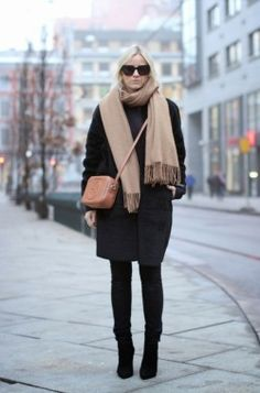 Minimal Fashion Scarf Casual classy black long coat outfit for women chic street style this winter. Chic classic black high waisted skinny jeans simple fashion style for fall. Cool trendy black heels leather booties with cozy camel scarf. Mode Chic, Mode Style, St Style, Schwarzer Mantel Outfit, Look Fashion, Winter Fashion, Net Fashion, Fashion Black, Fashion Coat