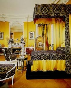 Deep purple Damask velvet on yellow silk. Gorgeous! My fav room at the Biltmore home in Asheville, NC. The photo doesn't do it justice.