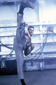 Jean Claude Van Damme Plus Claude Van Damme, Fighting Poses, Pose Reference Photo, Martial Arts Workout, Human Poses, English Movies, Martial Artists, The Expendables, Tough Guy