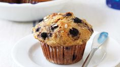 These Blueberry-oatmeal muffins are the perfect snack! Muffin Bread, Muffin Tins, Dessert Weight Watchers, Blueberry Oatmeal Muffins, Kid Desserts, Breakfast Snacks, Frozen Blueberries, Muffin Recipes, Biscuits