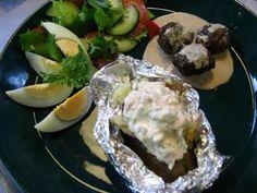 Helppo uuniperunatäyte (lohi) - Kotikokki.net - reseptit Eggs, Meat, Chicken, Breakfast, Morning Coffee, Egg, Egg As Food, Cubs