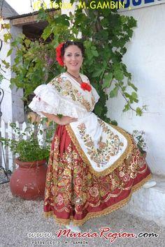 Murcia, Folk Clothing, Cultural Diversity, Bad Girl Aesthetic, Folklore, Sari, Labor, Culture, Costumes
